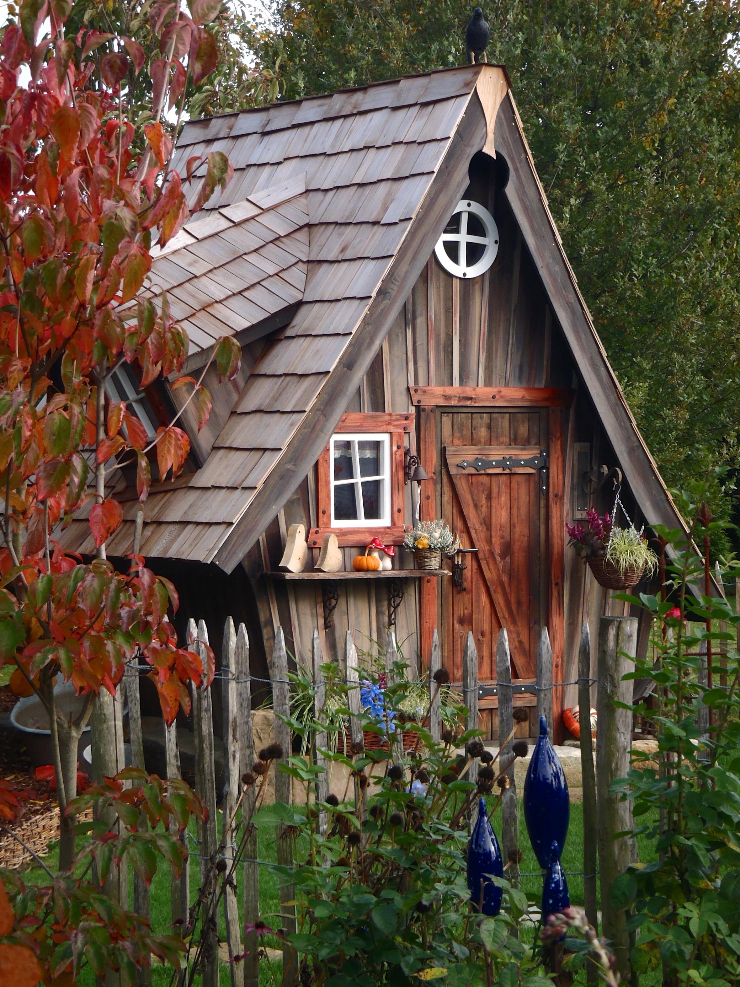Location cabanes en bois atypiques camping entre terre for Cabane exterieur bois