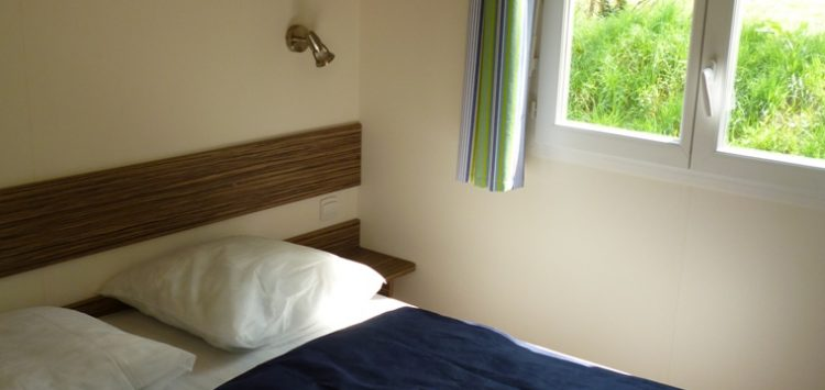 Mobil-home gamme confort + : chambre adulte camping morbihan