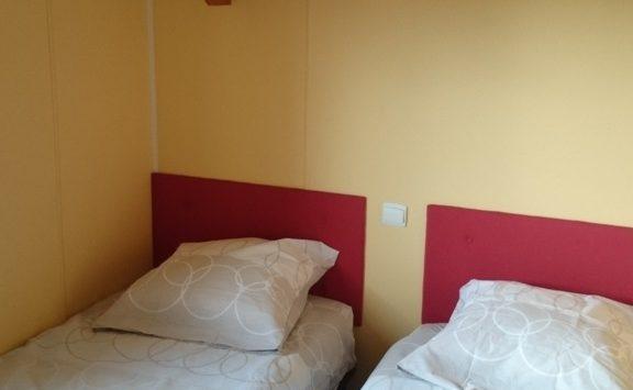 Mobil-home gamme confort chambre enfants camping morbihan