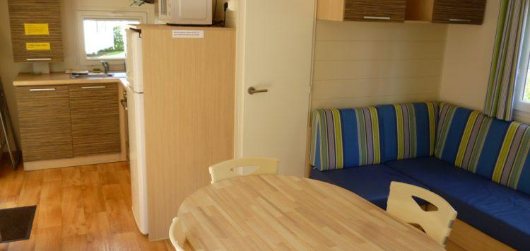Mobil-home gamme confort + : salon camping morbihan