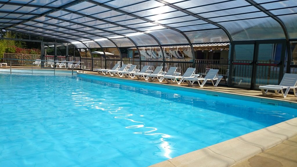 Camping piscine couverte camping 5 toiles avec piscine for Camping dordogne piscine couverte