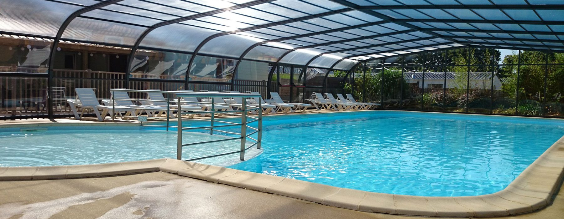Piscine couverte chauffée camping Morbihan